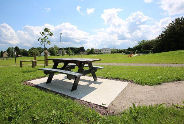 Aménagement parc public Flesselles - Table pique nique Candéliance