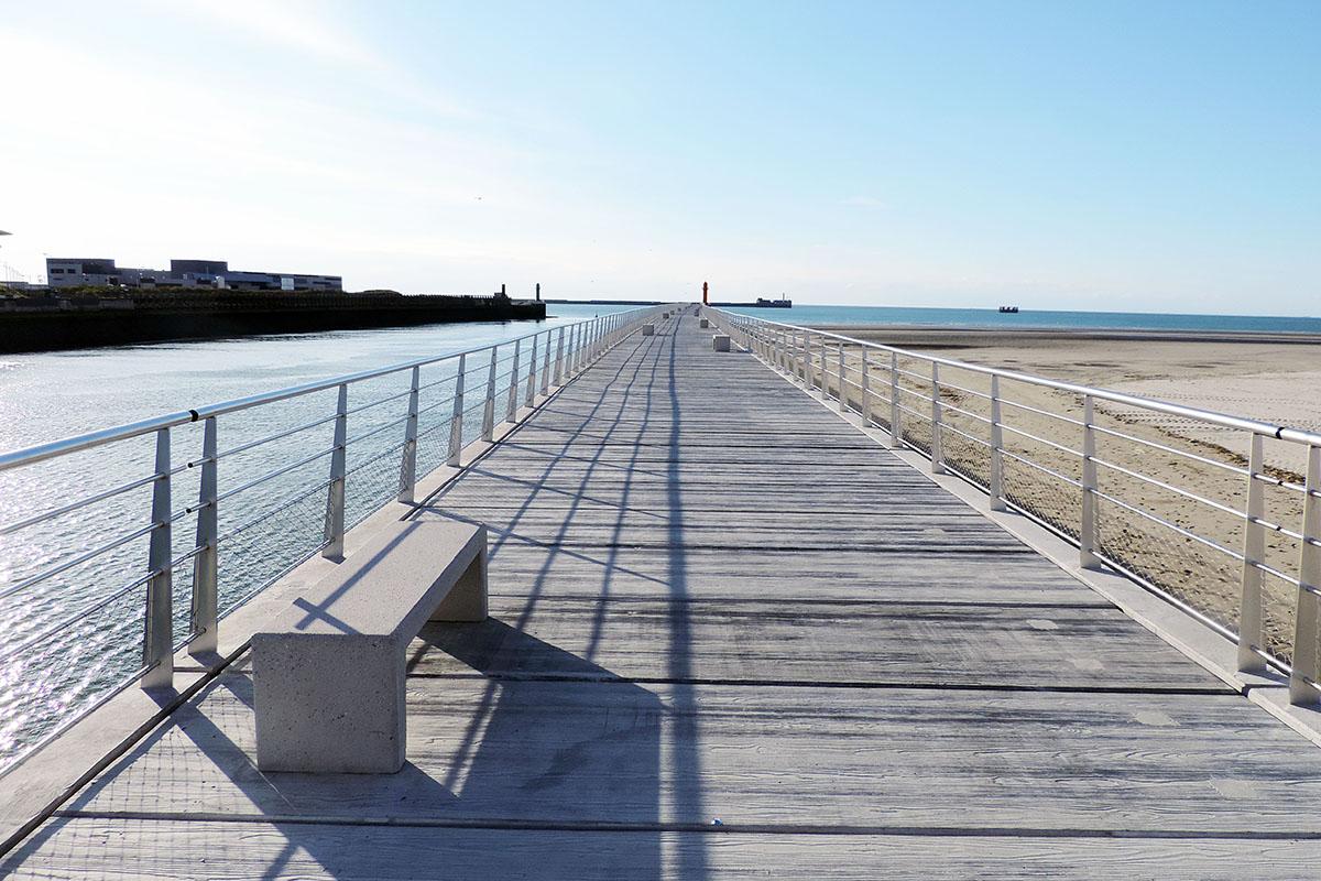 Aménagement banquette en béton - Front de mer Boulogne sur Mer par Prefac - Candéliance