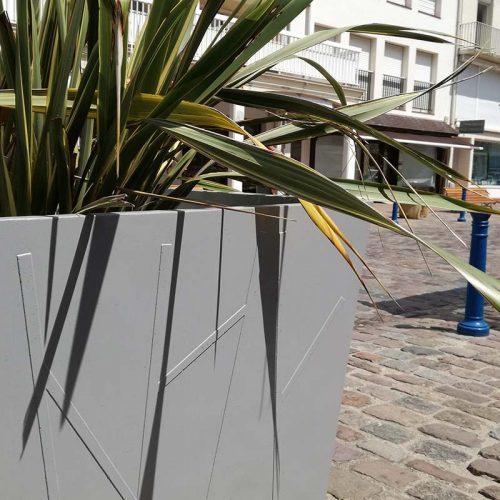 Aménagement de jardinières et corbeilles en béton à Neufchatel Hardelot par Mobilum - Candéliance