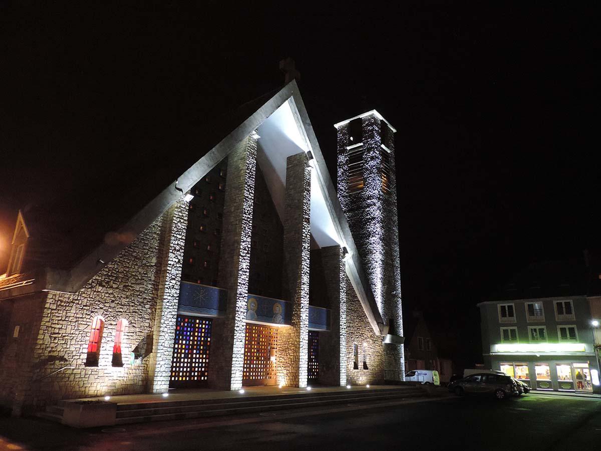 Mise en lumière architecturale - Facade église Saint Pierre et Saint Paul de Le Portel par LEC - Candéliance